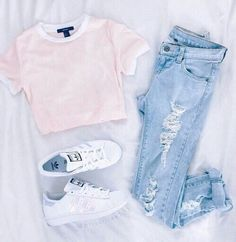 boyfriend jeans with pink tee and converse