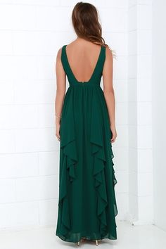 We can't help falling in love with the Water-Falling for You Dark Green Maxi Dress! A lightly padded bodice with a plunging neckline tops a cascading maxi with ruffling tiers. Burgundy Maxi Dress, Chiffon Maxi Dress, Green Maxi, Green Dress, Stylish Dresses, Women's Fashion Dresses, Deep V Neck Dress, Donia, Bridesmaid Dress Colors