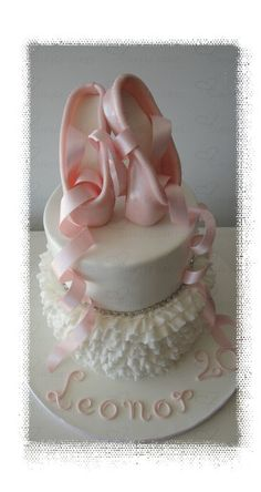 - Cake by simple cakes - Mara Paredes Ballet Cakes, Dance Cakes, Ballerina Cakes, Cake Decorating Tips, Cookie Decorating, Ballerina Birthday Parties, Ballerina Party, Birthday Cakes, Beautiful Cakes
