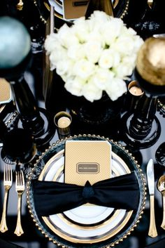 Glossy black and gold wedding table for classic Art Deco style Great Gatsby Wedding, Gatsby Party, The Great Gatsby, Gatsby Theme, Wedding Reception, Trendy Wedding, 1920s Party, Elegant Wedding, Luxe Wedding