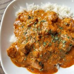 This Creamy Coconut Chicken Curry is sooo delicious and can be made on your stove top in less than 30 minutes or in your pressure cooker. Made with boneless chicken breast and simmered in a rich tomato, yogurt, coconut sauce that your sure to love. Chicken And Chickpea Curry, Chicken Breast Curry, Indian Chicken Curry, Indian Curry, Healthy Dinner Recipes, Indian Food Recipes, Cooking Recipes, Indian Chicken Recipes, Oven Recipes