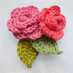 Crochet flowers are so quick and easy to make, they're perfect for beginners. Here are the top 10 free crochet flower patterns to try out! Diy Crochet Flowers, Crochet Puff Flower, Crochet Amigurumi, Knitted Flowers, Knit Or Crochet, Crochet Motif, Crochet Crafts, Easy Crochet, Crochet Projects
