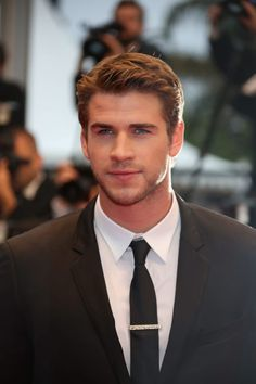 Liam Hemsworth in Cannes. Thor's real-life younger brother looks damn fine in his suit. He is also as yummy in The Hunger Games. Beautiful Boys, Gorgeous Men, Hemsworth Brothers, Australian Actors, Hommes Sexy, Hollywood Actor, Hollywood Actresses, Chris Hemsworth, Liam Hemsworth Hunger Games