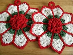 [Free Patterns] 7 Really Cute Holiday Pot Holders To Use During Christmas Dinner! - Knit And Crochet Daily Crochet Potholder Patterns, Christmas Crochet Patterns, Crochet Christmas Ornaments, Holiday Crochet, Crochet Dishcloths, Crochet Home, Crochet Motif, Crochet Crafts, Crochet Flowers