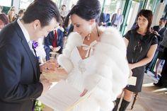 Lo scambio degli anelli ad un matrimonio e' uno dei momenti piu' attesi per tutto il giorno.Il mio compito e' fotografare quell'istante
