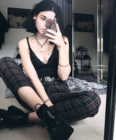 Suivez ALTGirl Alternative Style Grunge Style Gothic Style Grunge Girl Grunge O . Hipster Outfits, Grunge Outfits, Girl Outfits Tumblr, Edgy Outfits, Mode Outfits, Fashion Outfits, Hipster Goth, Grunge Clothes, Goth Girl Outfits