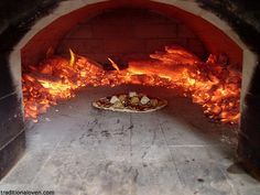 pizza oven w hot coals Wood Oven, Wood Fired Oven, Wood Fired Pizza, Pizza Oven Outdoor, Outdoor Cooking, Diy Grill, Bread Oven, Pizza Restaurant, Stove Oven