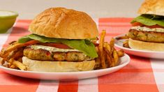 Fish Burgers With Light Tartar Sauce—Cod is a lean fish that is low in fat but high in protein and other important nutrients. Try serving this dish with creamy cabbage salad. Barbecue Recipes, Burger Recipes, Sauce Recipes, Fish Recipes, Seafood Recipes, Cooking Recipes, Recipies, Cooking Food, Fish Dishes