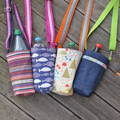 4 free time: Bottle pockets: bottle in, put on and Freizeiten: Flaschentaschen: Flasche rein, umhängen und los! 4 free time: Bottle bags: put the bottle in, put it on and go! Hard Crafts, Hummel Figurines, Bottle Bag, Long Toes, Toe Shoes, Types Of Shoes, Soft Leather, Lana, Diy Bags