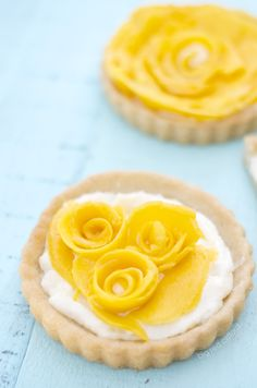 perfect mini mango tarts for spring. and only 5 ingredients! | bigredclifford.com