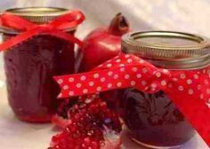 Make Freezer Pomegranate Jelly from Pom juice! So easy and delicious! Jam Recipes, Canning Recipes, Sweet Recipes, Pomegranate Jelly, Pomegranate Recipes, Feta, Pom Juice, Cake Calories, Canned Food Storage