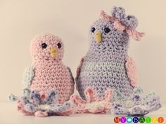 Zwei süße kleine Vögelchen möchten gern von Dir gehäkelt werden. Du kannst dafür all Deine Wollreste verwenden. Hol Dir die Anleitung und…
