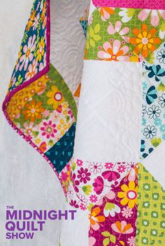 If bright florals and free motion quilting is your guilty pleasure tune into the new season of Watch Angela Walter's sew together this beautiful carpenter star quilt pattern. Star Quilt Patterns, Sewing Patterns Free, Free Sewing, Sewing Tips, Sewing Hacks, Quilting Tutorials, Quilting Ideas, Quilting Projects, Sewing Projects