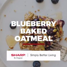 A healthy baked oatmeal studded with blueberries and sweetened with ripe bananas. This easy oat breakfast will feed a crowd and is perfect for meal prep. Healthy Food Options, Healthy Fruits, Good Healthy Recipes, Healthy Baking, Whole Food Recipes, Gluten Free Recipes Videos, Good Food, Yummy Food, Baked Oatmeal