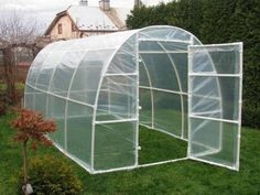 A gardener having a garden without a greenhouse in it is considered an incomplete garden. Having a greenhouse for your plants is a charm in itself. Of course, you won't be creating a humungous green house in your garden, but only the one that fits and adj Pvc Projects, Outdoor Projects, Garden Projects, Diy Greenhouse Plans, Greenhouse Gardening, Cheap Greenhouse, Greenhouse Wedding, Diy Small Greenhouse, Serre Pvc