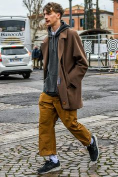 Find Mens Fashion at FashionBeans. The latest information, advice and tips about Mens Fashion in our men's fashion & style guide. Look Fashion, 90s Fashion, Fashion Outfits, Fashion Trends, Fashion Styles, Street Fashion Men, Fashion Menswear, Fashion Photo, Fashion Fashion