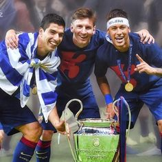 Leo Messi, Neymar Jr and Luis Suárez, winners of the Champions League in Berlin, have been included among the ten candidates for the UEFA Best Player in Europe Award. The trio of Barça strikers have b Fc Barcelona, Barcelona Football, Lionel Messi, Camp Nou, Good Soccer Players, Football Players, Real Madrid, Cr7 Junior, Messi And Neymar