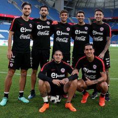 Nicolás Castillo y Enzo Roco. Soccer, Baseball Cards, Sport, Boys, Bicycle Kick, Sports, Baby Boys, Futbol, Deporte