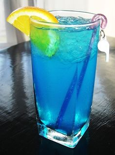 1 oz each of blue curaçao and raspberry sourpuss in a highball glass, fill with sprite and ice - my fave drink!!!
