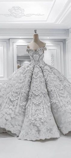 Wow! This dress is stunning. If you want to be a princess for a day, this is your dress