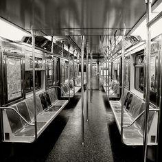 Empty Subway | Photographer:     Yuichiro Miyano - http://uitiro.com