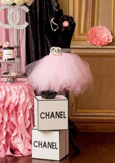 Ck Creation By Chuly 's Birthday / Chanel - Photo Gallery at Catch My Party Chanel Birthday Party, Chanel Party, Paris Birthday, 30th Birthday Parties, 16th Birthday, Birthday Party Decorations, Paris Party Decorations, Birthday Ideas, Sweet Sixteen