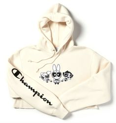 In honoring Cartoon Network's anniversary, Champion is doing a limited collection with 'The Powerpuff Girls'. The collection will include the superhero trio on hoodies, joggers, and a crewneck sweater. Cute Lazy Outfits, Cute Swag Outfits, Stylish Hoodies, Comfy Hoodies, Aesthetic Hoodie, Aesthetic Clothes, Teen Fashion Outfits, Outfits For Teens, Super Nana