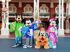 和服姿のミッキーマウスやミニーマウスたちとお正月を祝おう♪ あけ「うま」して おめでとうございます!?