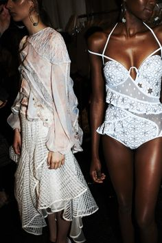 Backstage: Behind the Scenes at Zimmermann Spring 2015 at NYFW – Tell Me Seer Models Backstage, Typical Girl, Runway Fashion, Fashion Outfits, Australian Fashion Designers, High End Fashion, Spring Summer 2015, Catwalk, Ready To Wear