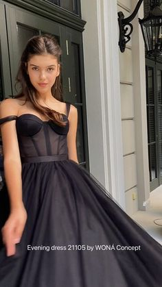 Hoco Dresses, Evening Dresses, Red Quinceanera Dresses, Vegas Dresses, Prom Dresses With Sleeves, Gala Dresses, Dance Dresses, Dress Outfits, Tight Dresses