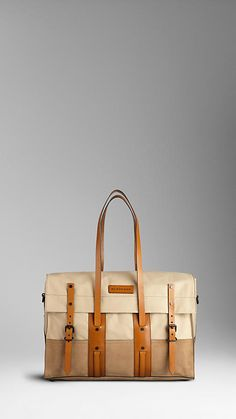 canvas bag -Burberry, of course. Canvas Leather, Leather Bag, Sac Week End, Bagdad, Burberry Handbags, Backpack Bags, Duffle Bags, Fashion Bags, Mens Fashion