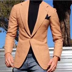 Nice combo with jeans Turtleneck Fashion, Turtleneck Outfit, Blazer Outfits Men, Casual Outfits, Men Casual, Turtle Neck Men, Chill Style, Gentleman Style, Gentleman Fashion
