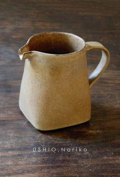 Ceramic Tableware, Ceramic Pitcher, Ceramic Pottery, Pottery Art, Ceramic Artists, Ceramic Painting, Organic Ceramics, Pottery Handbuilding, Pottery Painting Designs