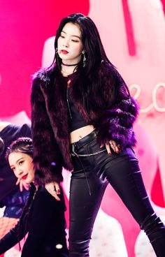 3f43923cb7797 TOP 10 Sexiest Stage Outfits Of The Week - Koreaboo