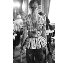 En backstage du défilé Balmain automne-hiver 2014-2015 http://www.vogue.fr/mode/inspirations/diaporama/fashion-week-paris-les-coulisses-automne-hiver-2014-2015-jour-3-fw2014/17785/image/973427#!en-backstage-du-defile-defile-balmain-automne-hiver-2014-2015