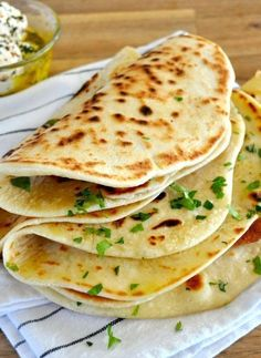 Easiest Soft Flatbread (yeast free, hardly any kneading!) – this is the most eff… Easiest Soft Flatbread (yeast free, hardly any kneading!) – this is the most effortless flatbread recipe that makes a soft, pliable bread cooked on the stove! Chapati, Easy Soft Flatbread Recipe, Flat Bread Recipe Easy, Naan Bread Recipe No Yeast, Easy Bread, Gluten Free Unleavened Bread Recipe, Roti Recipe Easy, Turkish Flatbread Recipe, Gastronomia