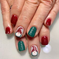Semi-permanent varnish, false nails, patches: which manicure to choose? - My Nails Christmas Gel Nails, Christmas Nail Designs, Holiday Nails, Nagel Stamping, Best Workwear, Wintry Weather, Nailart, Manicure E Pedicure, Pedicures