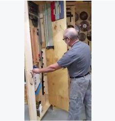 How To Store Your Tools In A Small Space (Video) | Woodwork ...