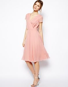 Wrap Dress Bridesmaid Dress - Knee-Length Pink Wrap Dress in Midi Length with a V-Neckline and Short Sleeves Pink Bridesmaid Dresses Short, Affordable Bridesmaid Dresses, Lady Like, Maid Of Honour Dresses, Robes Midi, Knee Length Dresses, Wedding Dress Styles, Mode Style, Chiffon Dress