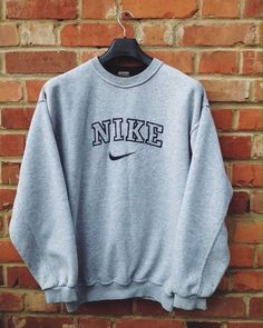 style pullover, nike, vintage pullover, b - Pullover Nike, Pullover Outfit, Pullover Sweaters, Oversized Hoodie Outfit, Sweats Outfit, Oversized Shirt, Crew Neck Sweatshirt Outfit, Sweater Hoodie, Oversized Flannel Outfits