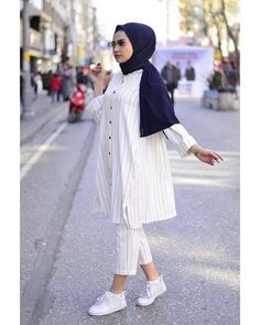 125 best hijab styles for short height girls to look tall – page 1 Modest Fashion Hijab, Modern Hijab Fashion, Street Hijab Fashion, Casual Hijab Outfit, Hijab Fashion Inspiration, Hijab Chic, Hijab Dress, Muslim Fashion, Fashion Outfits