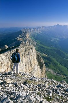 Hiking in the Vercors, overlooking the cliffs of this incredible natural fortress Places To Travel, Places To See, Travel Destinations, Best Summer Camps, Ville France, All Nature, Adventure Is Out There, France Travel, Adventure Awaits