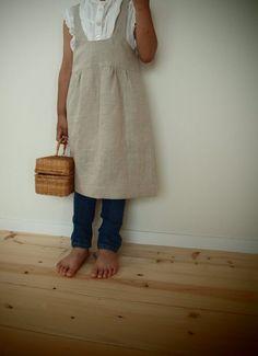 かごが似合うエプロンができました*重ね着して、お洋服としても使っていただけます。サイズは、約120前後(110~130くらい)。ボタンホールが3つありますので...|ハンドメイド、手作り、手仕事品の通販・販売・購入ならCreema。