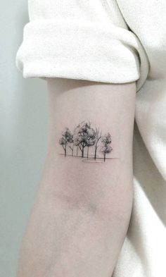 50 Gorgeous and Meaningful Tree Tattoos Inspired by Nature's Path - awesome minimalist tree tattoo © tattoo artist chae hwa 💙💙💙💙💙💙 - Tattoo Life, Detailliertes Tattoo, Deer Tattoo, Raven Tattoo, Tatoo Nature, Nature Tattoos, Family Tattoos, Small Tattoos, Tatoo Tree