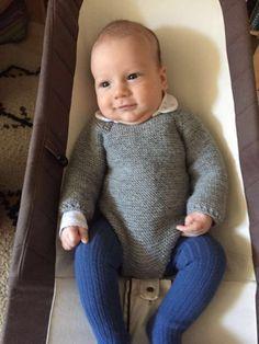 Patrón pelele manga larga para bebé talla 0-3 meses. Materiales, puntos utilizados e indicaciones para tejerlo a la perfección. Baby Boy Knitting Patterns, Knitting For Kids, Baby Patterns, Knitted Baby Clothes, Baby Pants, Culottes, Leggings, Baby Dress, Crochet Baby
