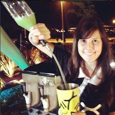 Domingo a noite, você que está relaxando em casa pode aproveitar e conferir nossas receitas para preparar em casa e se divertir com a namorada, amigos ou família! Confira receitas em: www.mixshowbarbrasil.com #bartender #brasilia #mix #showbar #sunday #mixshowbar #cool #flair #cocktail #brasiliamix