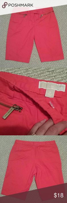 Michael kors Bermuda size 8 Great condition Size 8 Bermuda shorts Michael Kors Shorts Bermudas