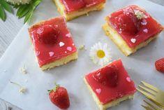 Erdbeerschnitte mit Holundercreme