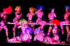 The performances of the Crazy Horse cabaret Paris for a new show, an artistic, modern, colorful spectacle that is the pinnacle of nude chic. Crazy Horse Paris, Cabaret Paris, Creative Skills, Crazy Girls, Nose Art, Little Birds, Stage Design, Showgirls, New Shows