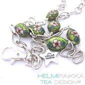 Kulkukorttikoru vihreät ovaalit cloisonne helmet - Helmipaikka Oy - Joka päivä on korupäivä - Helmipaikka.fi koruja netistä - Tea Design ID-badge necklace